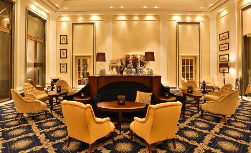 The lounge or bar area at Excelsior Hotel Ernst am Dom