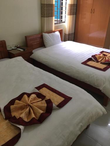 A bed or beds in a room at Duc Thang Guest House (Nhà Nghỉ Đức Thắng)