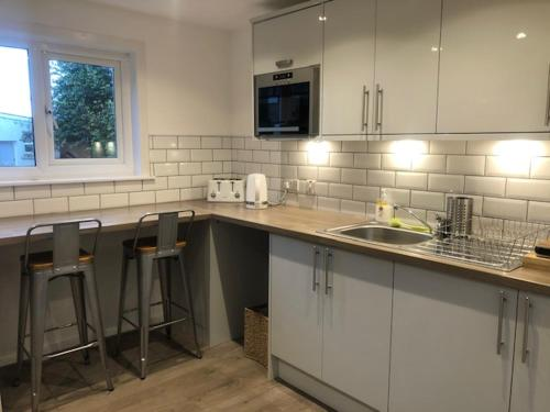 A kitchen or kitchenette at The Arran Lodge & Arran Sleep Huts