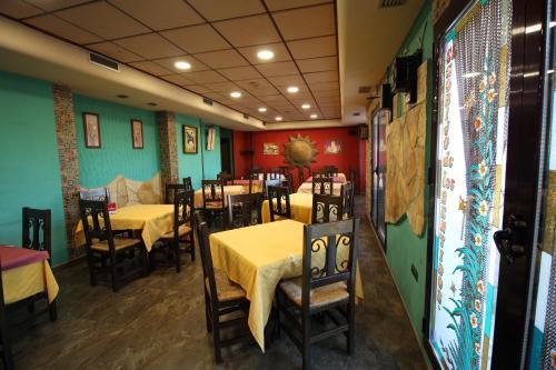 Un restaurante o sitio para comer en El Rincon de Piedra