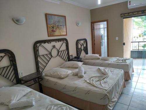 Cama ou camas em um quarto em Hollywood Palace Hotel