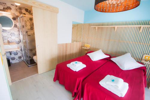 A bed or beds in a room at Pension Restaurante Casa Camiño