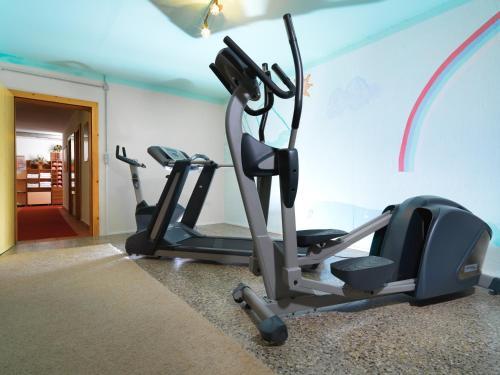 Das Fitnesscenter und/oder die Fitnesseinrichtungen in der Unterkunft Sporthotel Schieferle