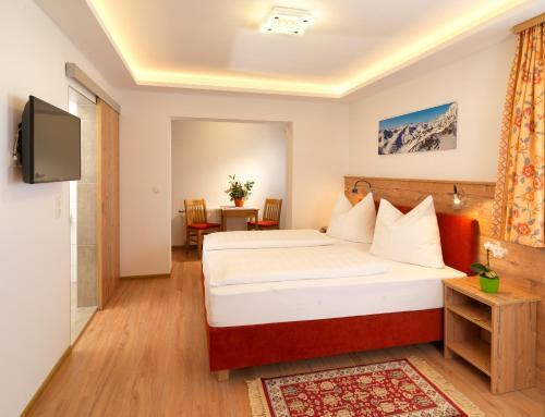 Ein Bett oder Betten in einem Zimmer der Unterkunft Sporthotel Schieferle