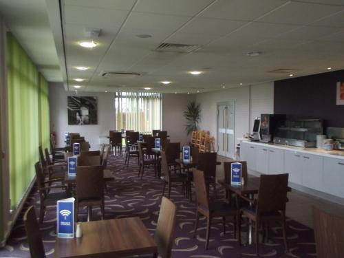 A restaurant or other place to eat at Holiday Inn Express Preston South, an IHG Hotel