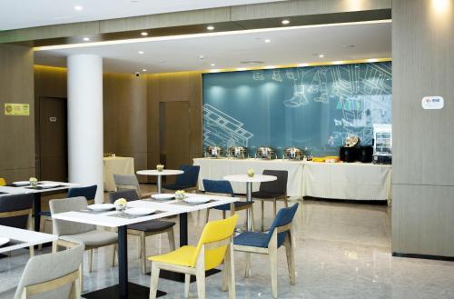 Holiday Inn Express - Xiamen City Center, an IHG Hotelにあるレストランまたは飲食店