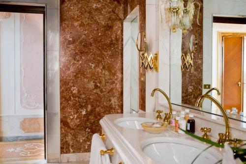 Ein Badezimmer in der Unterkunft Bauer Palazzo