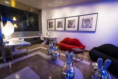 A seating area at Hotel Ripa Roma