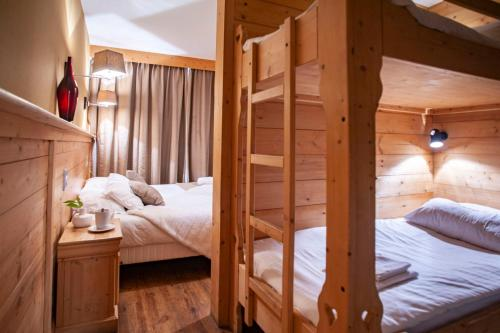 A bunk bed or bunk beds in a room at Hotel Le Monal