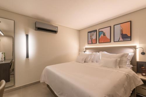 Cama ou camas em um quarto em Royal Jardins Boutique Hotel