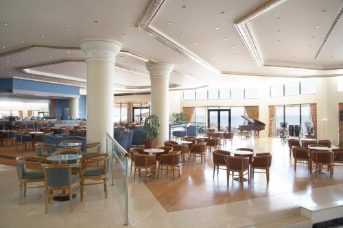 A restaurant or other place to eat at Ramada Plaza by Wyndham Thraki