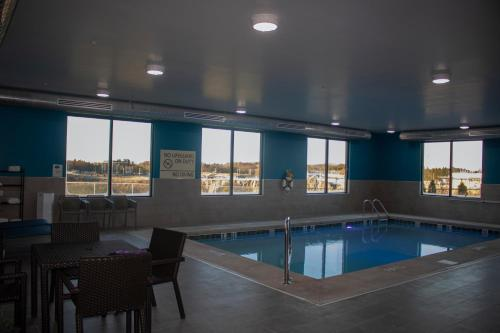 The swimming pool at or near Hampton Inn & Suites Portland West