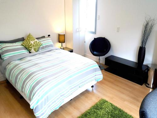 A bed or beds in a room at Lush & Co Auckland Bed & Breakfast