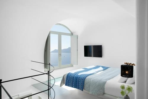 A bed or beds in a room at La Perla Villas and Suites