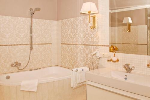 Ванная комната в Luxus-Residenz Alexado