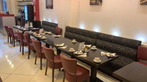 A restaurant or other place to eat at Cromwell International Hotel