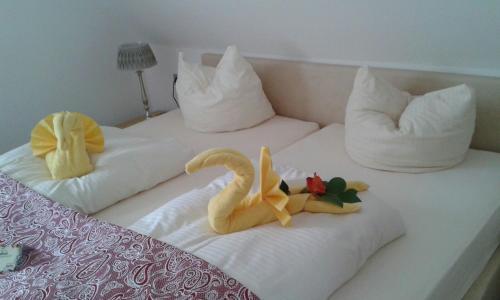 Ein Bett oder Betten in einem Zimmer der Unterkunft Posthotel Arnold