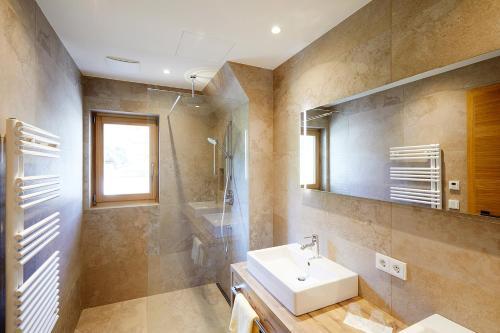 Ein Badezimmer in der Unterkunft Hotel Hubertus mit Erlebnislandgasthof Reitherwirt