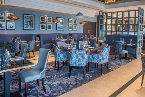 A restaurant or other place to eat at Crow Wood Hotel & Spa Resort