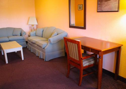 A seating area at Hawthorne's Best Inn