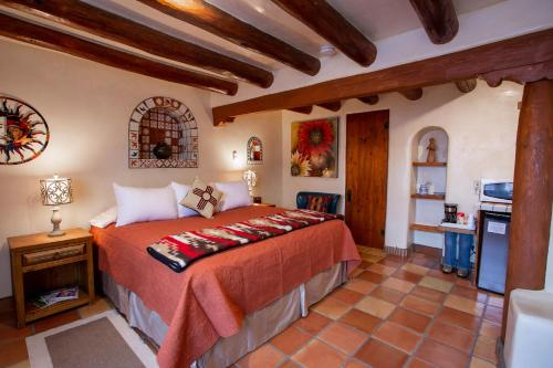 A bed or beds in a room at Pueblo Bonito B&B Inn