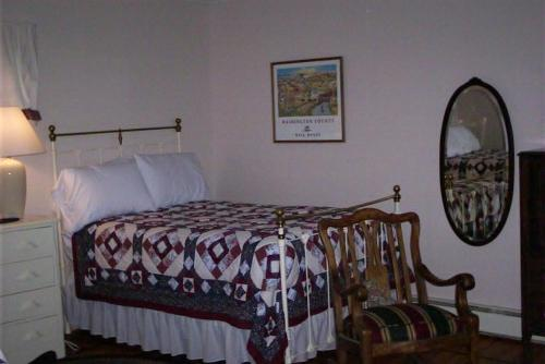 A bed or beds in a room at Spring Motor Inn