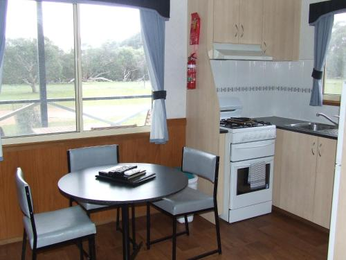 A kitchen or kitchenette at Western KI Caravan Park & Wildlife Reserve