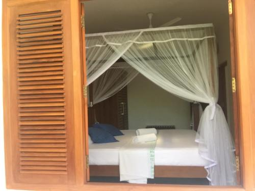 Кровать или кровати в номере Sagarika Beach Hotel