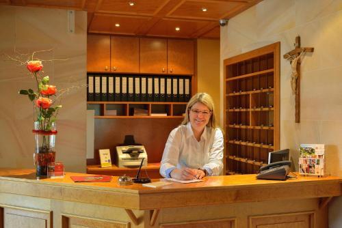 Lobby/Rezeption in der Unterkunft Hotel Schmitt GARNI