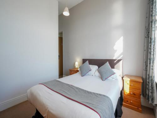 A bed or beds in a room at OYO Shanklin Beach Hotel