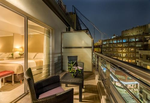 A balcony or terrace at Up Recoleta Hotel