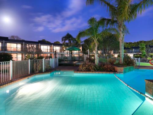The swimming pool at or close to Holiday Inn Auckland Airport, an IHG Hotel