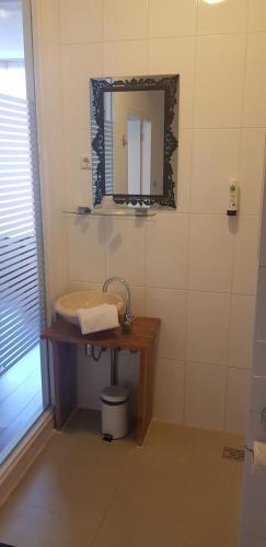 A bathroom at Best Western City Hotel Leiden