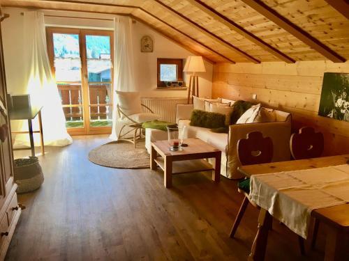 Ein Sitzbereich in der Unterkunft Landhaus Berktold