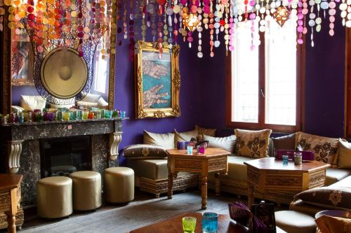 The lounge or bar area at Hotel Matuchi