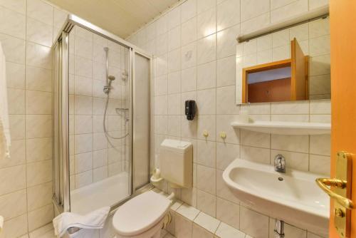 Ein Badezimmer in der Unterkunft Hotel Hessischer Hof