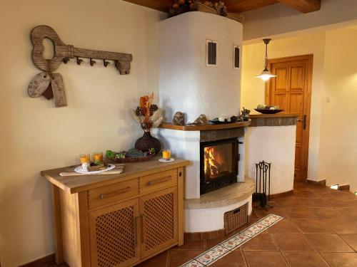 A kitchen or kitchenette at Vineyard Cottage Berus