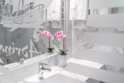 A bathroom at Adrina Beach Hotel