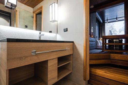 A bathroom at Lapland Hotels Sky Ounasvaara