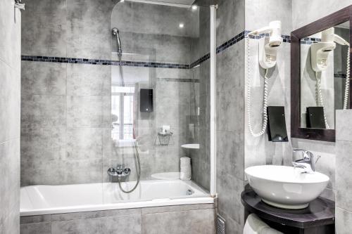 A bathroom at Hotel De Suède