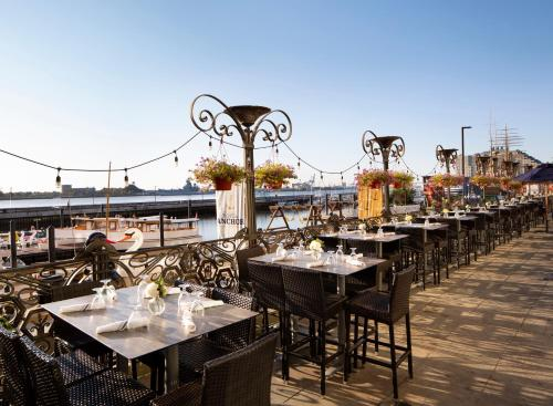 A restaurant or other place to eat at Hilton Philadelphia at Penn's Landing