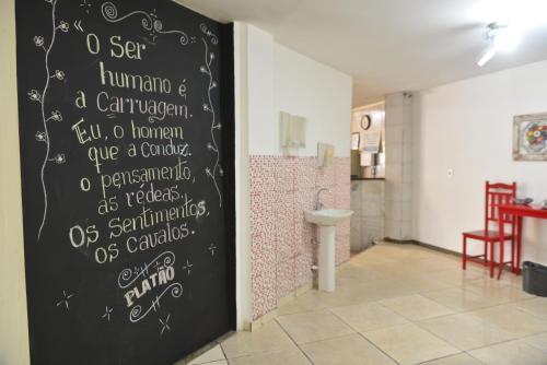 Um banheiro em Mônaco Hotel