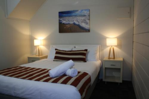 A bed or beds in a room at Shelly Beach Holiday Park