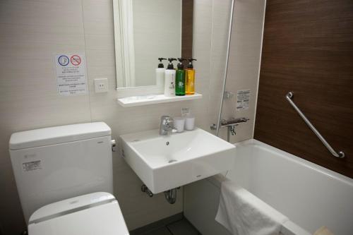 A bathroom at THE KNOT TOKYO Shinjuku