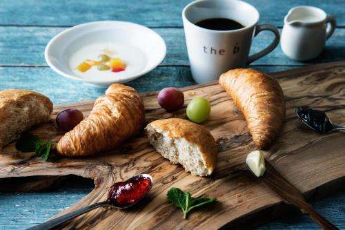 Breakfast options available to guests at the b ochanomizu