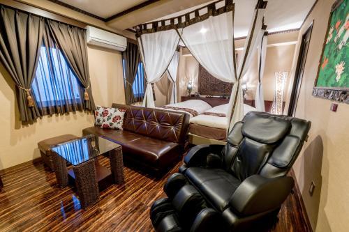 A seating area at Hotel & Resort Bali Tower Tennoji