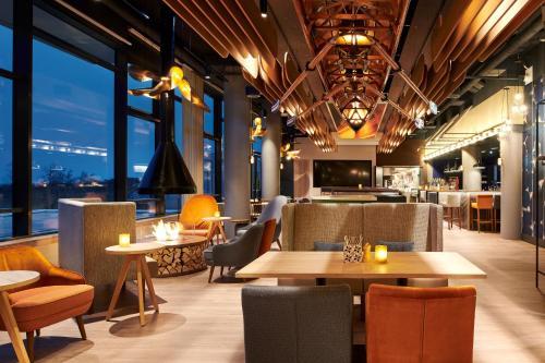 The lounge or bar area at aja Warnemünde