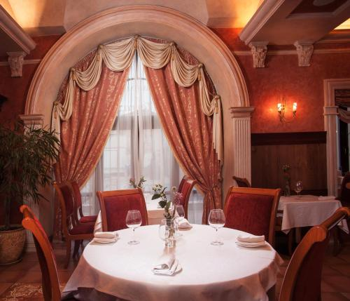 A restaurant or other place to eat at Hotel Otrada