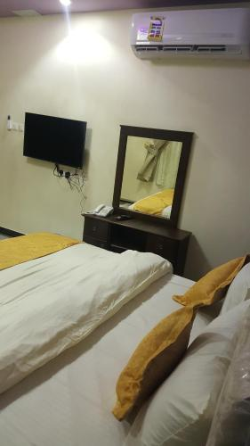 Cama ou camas em um quarto em Zahret Al-Badea Hotel Apartments