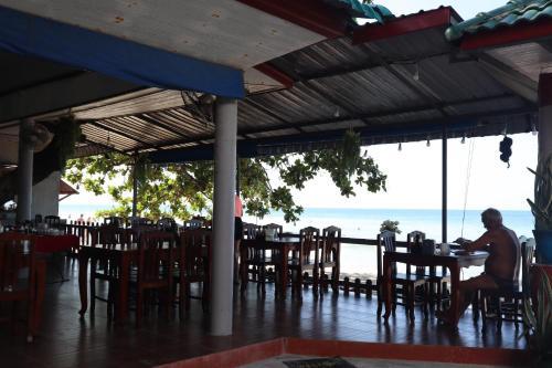 Ein Restaurant oder anderes Speiselokal in der Unterkunft Bamboo @ Koh Chang